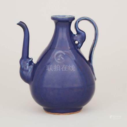明嘉靖 祭藍釉執壺 A Blue-Glazed Pear-Shaped Ewer, Jiajing Period, Ming Dynasty