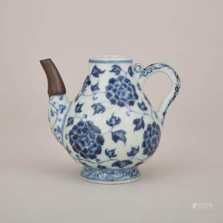 青花纏枝花卉紋執壺「大明宣德年制」底款 A Blue and White 'Peony' Ewer, Xuande Mark