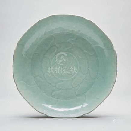 十八世紀 粉青釉蓮瓣盤 A Celadon-Glazed 'Lotus' Dish, 18th Century