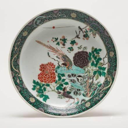 康熙 五彩花鳥紋大盤 A Large Famille Verte Dish with Birds, Kangxi Period (1664-1722)