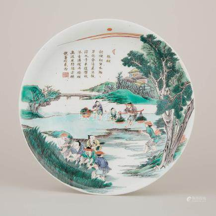 五彩詩文人物紋盤 「大清康熙年製」雙圈底款 A Famille Verte Figural Dish, Kangxi Mark
