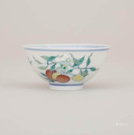 斗彩三多小杯 「大清雍正年製」六字楷書雙圈款 A Doucai 'Sanduo' Winecup, Yongzheng Mark