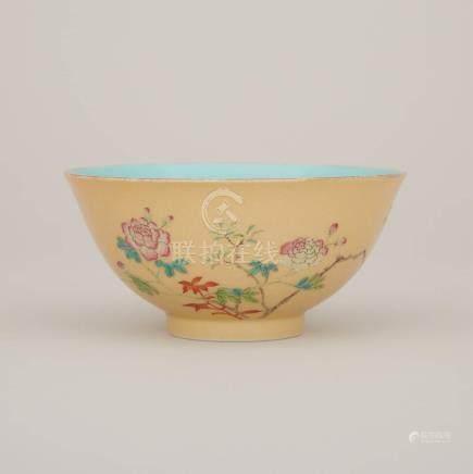 內松石綠釉外黃釉牡丹紋碗 「乾隆年製」四字篆書底款 A Yellow-Ground Turquoise-Interior Famille Rose 'Peonies' Bowl, Qianlong Mark