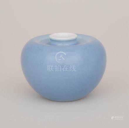 天藍釉蘋果尊「大清康熙年製」六字楷書底款 A Claire-De-Lune Glazed Water Pot, Kangxi Mark