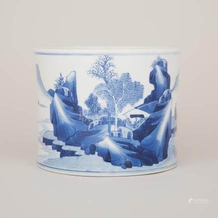 青花山水人物紋筆筒 A Blue and White Landscape Brushpot
