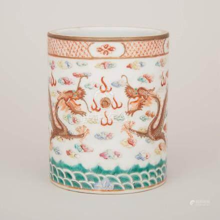 粉彩礬紅雲龍海水紋筆筒 「大清光緒年製」底款 A Famille Rose Brushpot, Guangxu Mark