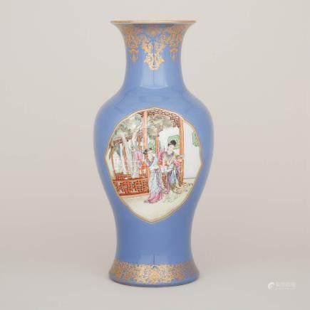 二十世紀中期 藍地描金開窗粉彩人物紋魚尾瓶 A Blue Ground Famille Rose Vase, Mid-20th Century