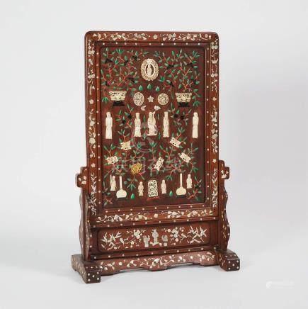 木嵌貝母珊瑚牙骨雕人物花卉博古紋座屏 An Ivory and Bone Inlaid Table Screen