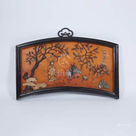 十九世紀 扇形蘇武牧羊嵌玉掛屏 A Jade Inlaid 'Fan-Form' Hanging Panel, 19th Century