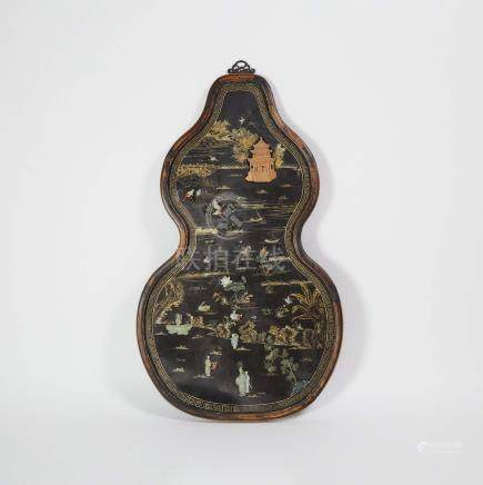 黑漆木描金嵌玉山水人物花鳥紋葫蘆式大掛屏 A Jade Inlaid and Gilt Decorated Black Lacquer Panel