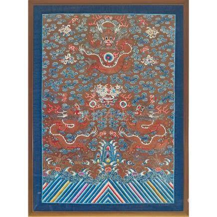 十八世紀晚期/十九世紀早期 彩繡雲龍紋繡片 帶框 A Large Framed Silk Dragon Embroidery, Late 18th Century/ Early 19th Century