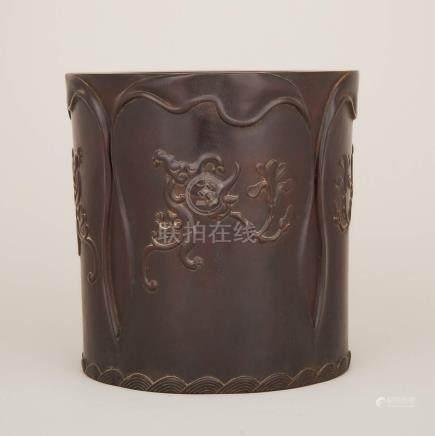紫檀雕海水瑞獸紋畫筒 A Zitan Carved Scroll Pot