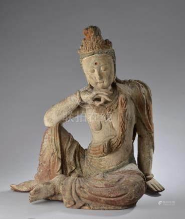 CHINE - XXe siècle.Guanyin, en bois sculpté polychrome,  dans la position du dé