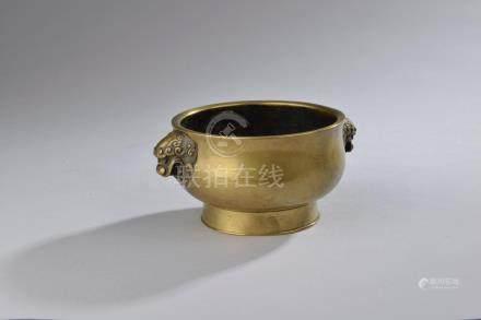 CHINE - début du XXe siècle.Petit brûle-parfum à anses représentant des têtes d