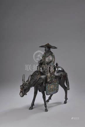 CHINE - XXe siècle.Tsuga sur sa mule en bronze à patine noire et émaux cloisonn