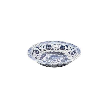 Gran plato en porcelana china azul y blanca con decoración de pez en asiento y motivos florales en