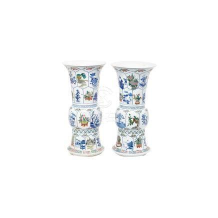 Pareja de jarrones en porcelana china con decoración floral y paisajística, primera mitad del s.