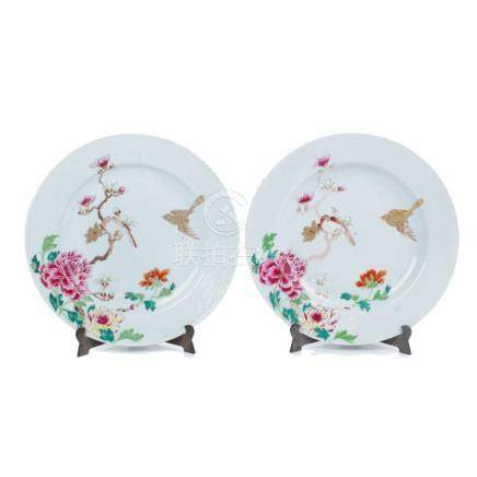 FINE PAIR OF CHINESE PORCELAIN PLATES, QIANLONG PERIOD, 18TH
