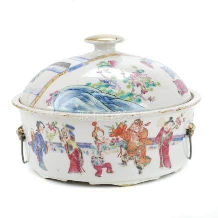 CHINESE PORCELAIN FAMILLE ROSE TUREEN, 19TH CENTURY