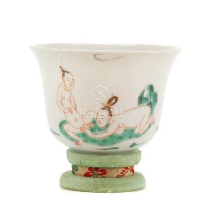 CHINESE PORCELAIN CUP WITH SILK STAND, 19TH CENTURY