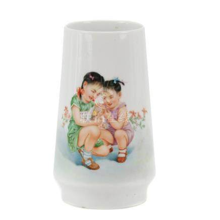 SMALL CHINESE PORCELAIN VASE, SECOND HALF OF 20TH CENTURY