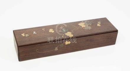 SchatulleJapan, 1.Häfte 20.Jh. Hartholz mit Gold-Makie. Darstellung von Weinrebengewächsen in Taka-