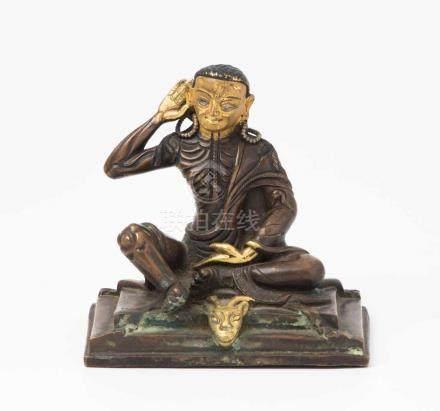 Figur des MilarepaNepal, 20.Jh. Bronze, teilvergoldet. Figur des Gurus Milarepa in seiner