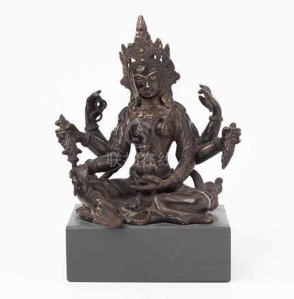 Figur der VasudharaNepal, 19./20.Jh. Bronze, dunkel brüniert. Die Göttin des Wohlstands ist