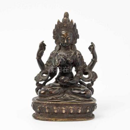 Vierarmiger BodhisattvaNepal, 19./20.Jh. Bronze. Auf Lotossockel sitzender vierarmiger
