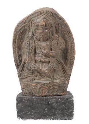 VotivtafelTibet, wohl 18. Jh., roter Scherben, gefasst, Darstellung des Manjushri auf