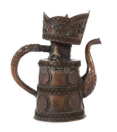 Duomuhu-KanneTibet, 20. Jh., Kupfer, Kanne mit leicht kegelförmigem Korpus, geschwungener,