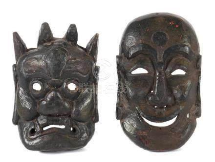 2 Tanz-MaskenNepal, frühes 20. Jh., Holz, dunkel gefasst, Masken mit Gesicht eines Mönchs mit