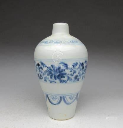 Yuan Dynasty blue and white flower pattern plum bottle