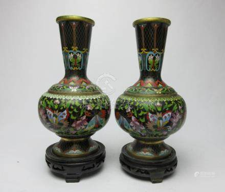 A pair of bronze enamel vases at the end of the Qing Dynasty