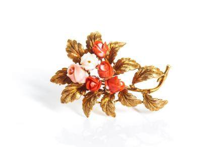 18K YELLOW GOLD BROOCH WITH CORAL FLOWERS