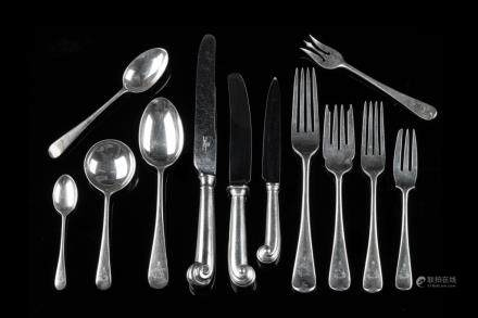 ENGLISH SILVER OLD ENGLISH FLATWARE SERVICE 150 PC