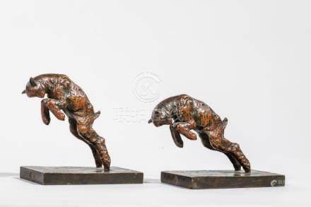 Paul SILVESTRE ( 1884- 1976) - Deux serre livres en bronze à patine ocre représ