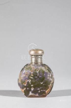 Emile GALLE (1846-1905), Flacon  verre multicouche blanc cotonneux mauve et vio