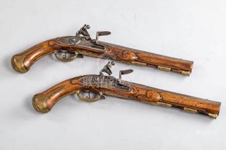 Paire de pistolets d'officier - Canons ronds, à pans au tonnerre - Platines et