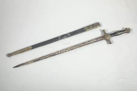 Dague de vénerie.Fusée en corne. Monture en métal argenté, garde à deux quillon