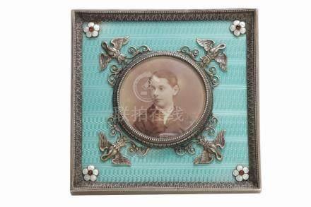 CADRE-PHOTO en argent émaillé vert de forme carrée , Russie a fin XIXeme ou ndé