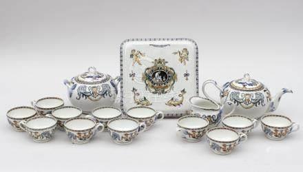 GIEN Partie de service à thé  en faience fine à décor polychrome à La Berain co
