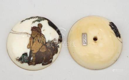 MANJU en ivoire à décor laqué , signé sur le revers, Japon Meiji, fin du XIXeme