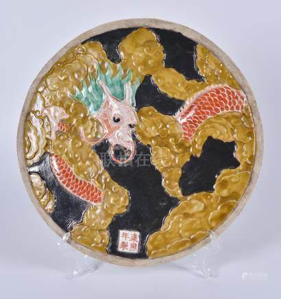 粉彩龙纹凸瓷圆瓷板