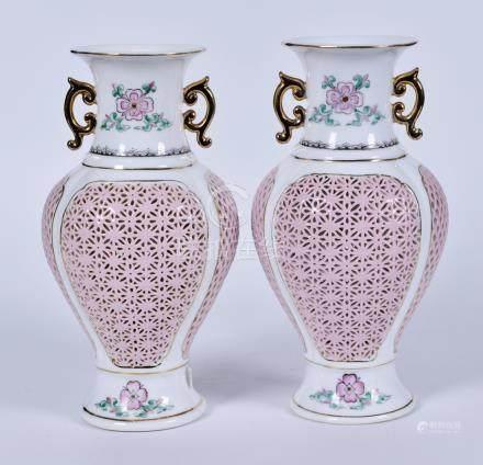 粉彩镂空花卉双耳瓶一对