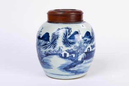 CHINE. POT à gingembre en porcelaine à décor d'un paysage lacustre. Couvercle e