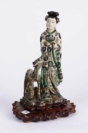 CHINE. SUJET en porcelaine à décor en émaux de la Famille verte, figurant une é
