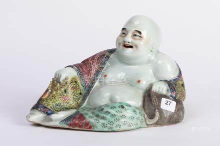 CHINE. BOUDDHA Maitreya en porcelaine à décor polychrome. Marque en creux sous