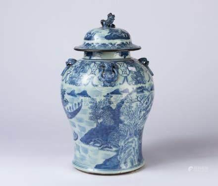 CHINE. POTICHE en porcelaine à décor en plein d'un paysage lacustre en camaïeu
