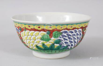 AN 18TH CENTURY CHINESE BOWL, painted with a band of flowers. 13cms diameter.